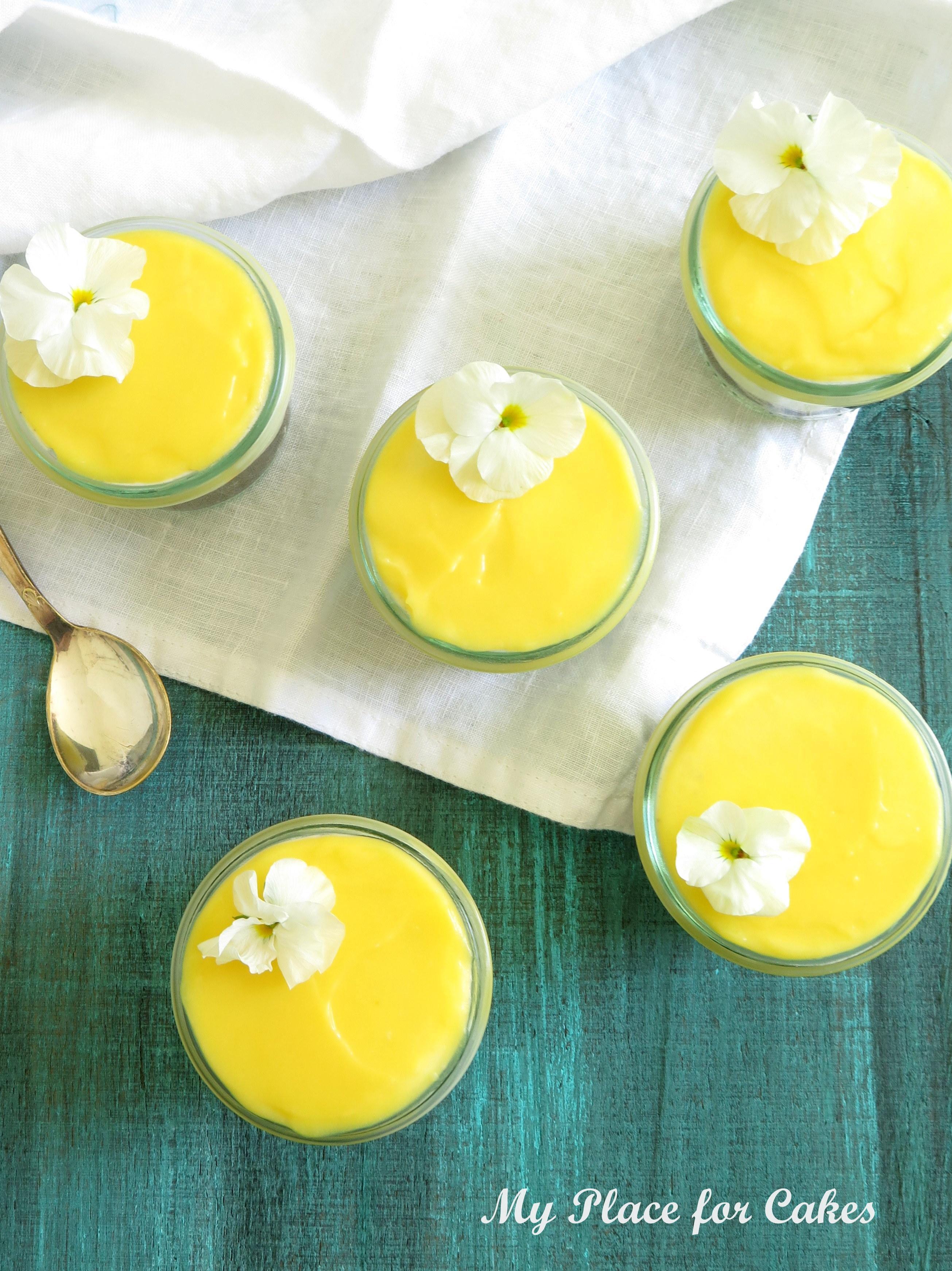 små cheesecakes med oreos og lemoncurd