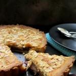 Æble-pæretærte med chokolade og mandler