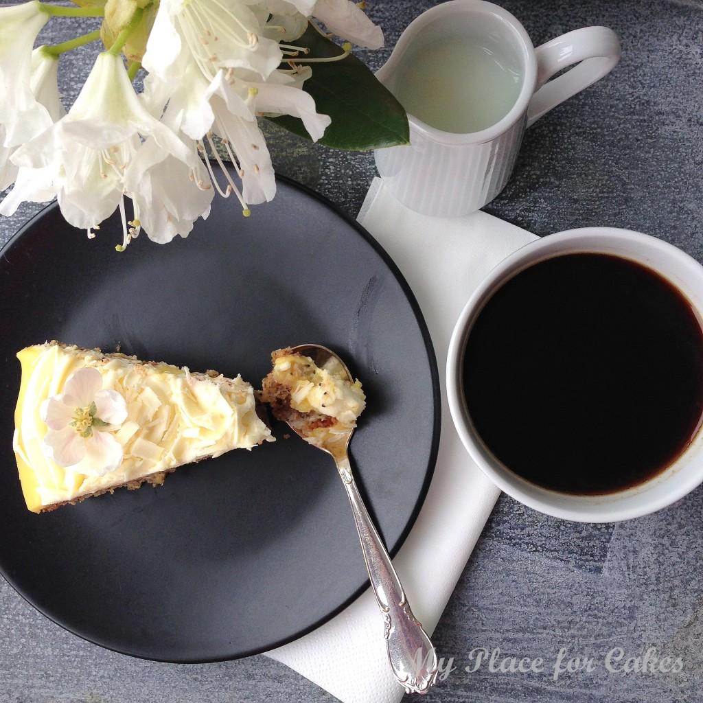 Mandelkage med lemoncurd og mascarponecreme