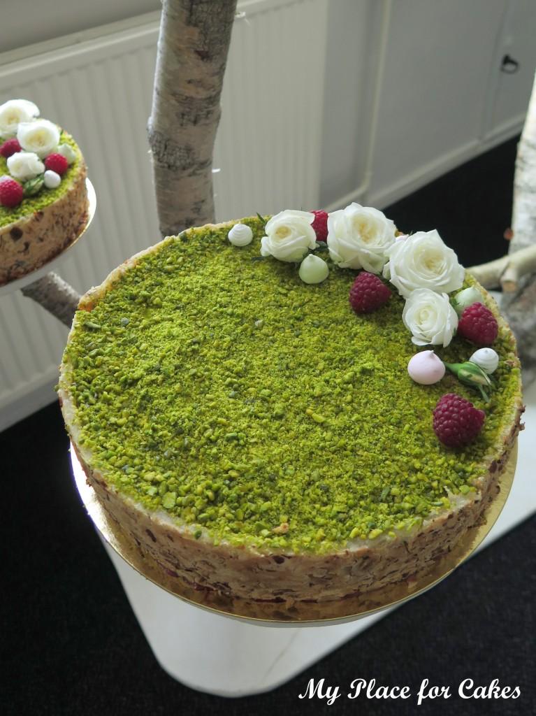 Bryllypskage med chokolademazarin, hindbærmousse og limemousse